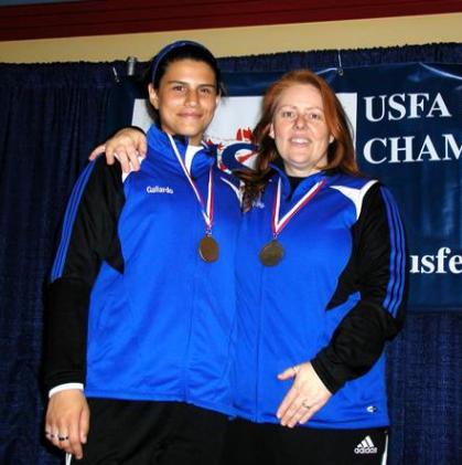 Camille Gallardo y su entrenadora